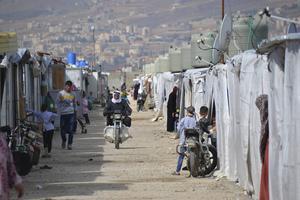 Al Awde, ett flyktingläger för syrier 15 kilometer från syriska gränsen. Lägret öppnade för 2 år sen och rymmer 350 familjer, totalt cirka 1800 personer.