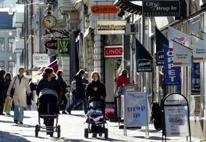Shoppingen i Stenstan väntas minska när handeln i Birsta byggs ut framöver. En utredning föreslår flera åtgärder för att lindra effekterna.