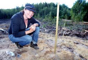 Anna Ingvarsdotter kan inte låta bli att titta ned i marken vart hon än går. Det arkeologiska intresset finns i familjen.