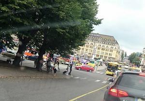 Flera personer skadades på torget i Åbo idag.