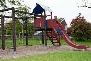 Den gamla lekplatsen vid Floraplan i Köping kommer att byggas om helt och hållet. Foto: Fredrika Svedberg