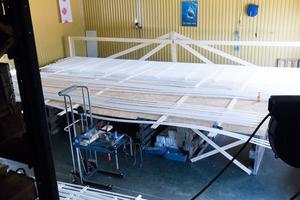 Företaget i Gränsfors producerar mattor av polyetenslang. Mattorna ska sedan fraktas i specialbyggda lastpallar till Jukkasjärvi och monteras i den nya året-runt anläggningen i Ishotellet.
