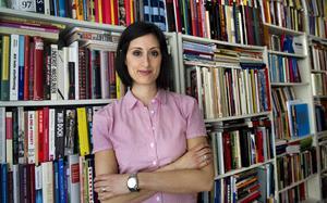 Nisha Besara, vd för teaterinstitutionen Unga Klara i Stockholm, har skrivit en text som ingår i antologin