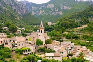 Frederic Chopin och George Sand älskade Valldemossa. Nu går resor till den kullerstensbelagda byn.