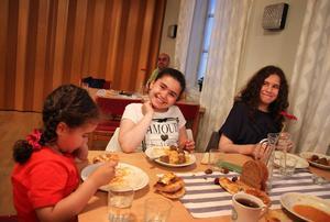 Judy, 4 år, Jida 10 år och Jana 13 år.