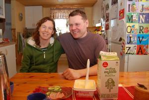 Malin och Per-Arne Pettersson storsatsar på mjölkkor och bygger ny lagård med robotmjölkning och plats för 60 kor.