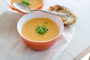 Soppa smakar bäst tillsammans med en god smörgås.