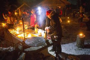 Lennart Eriksson stekte kolbullar åt de hungriga besökarna.