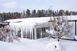 Kameran kan få vara med även när man skottar snö från taket, vecka 7 i feb. 2010.