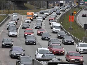 Dagens städer skärs sönder av stora motortrafikleder.