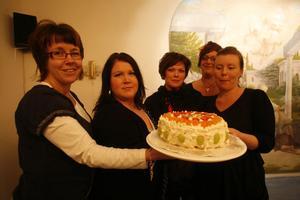 Malin Klingh, Ida Lindell, Christin Hübenette, Matida Arnesson och Caroline Lindberg var glada efter utmärkelsen. Och fick i helgen ha tårtkalas.