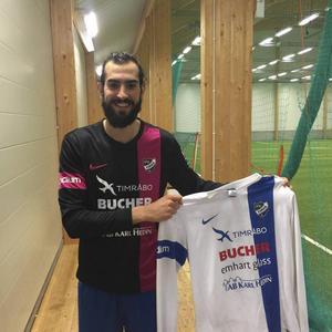 Ahmad Khreis i sin nya tröja.