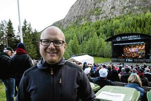 Fredric Wedin äger sedan 2013 Skule Naturscen och driver och äger även Veåsands camping i närheten.