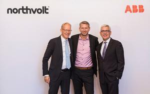 Johan Söderström, vd för ABB Sverige, Peter Carlsson, grundare och vd för Northvolt och ABB:s koncernchef Ulrich Spiesshofer är mycket nöjda med det samarbetsavtal som parterna undertecknat.