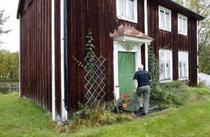 I ett av husen på gården har Rolf inrett ett gårdsmuseum.– I somras hade jag 130 besökare på en dag, säger han.