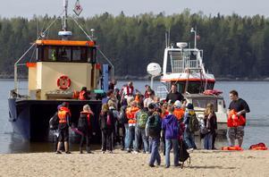 Vid Stenö fick alla fritidsbarn kliva på båtarna, självklart med flytvästar på.