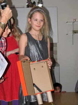 Enna Fredin, vinnare av teknikpriset år 1-3 på Bjurhovdaskolan.