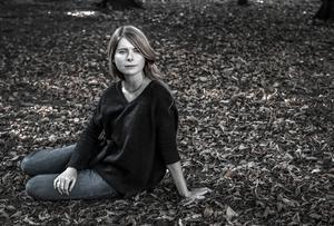 Emma Cline inspirerades av händelserna kring Manson-morden när hon skrev sin roman Flickorna. Men den fiktiva berättelsen fokuserar på de unga kvinnorna i sektledarens omgivning.