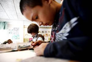 Koncentration krävs för att skapa mästerverk. Det verkar Diego Lundin, 9 ha förstått.