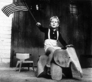 Lefullheten är ett kännetecken för paret Eames som inte bara gjorde plaststolar utan också leksaker, bland annat en plywoodelefant för barn.