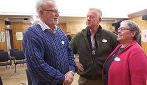 Hans Boström, Magnus Malmsten och Tjern Inga Wall från Landsbygdspartiet hade åkt långt för att lyssna på Svante Isaksson på GT-gården i Tännäs.