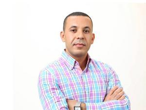 Eva Sidekrans (M) bör avgå, anser Zakaria Zouhir, ordförande för Afrosvenskarnas Riskförbund. Han är även kandidat i valet för Vänsterpartiet.