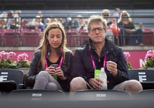Anna Eberstein och Hugh Grant.