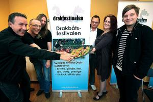 Några av personerna som är involverade i Drakfestivalen. Från vänster: Örjan Berggren (Svänzons), Roger Hugosson (ansvarig för Drakloppet), Tommy Rehn (marknadsansvarig), Dan Henriksson (festivalgeneral), Karin Bergmansson (krögare) och Jens Pääjärvi (Svänzons).