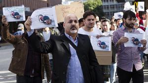 Ahmed Bahram demonstrerade tillsammans med ett 40-tal andra utanför Punkt i går.