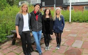 Hannes Heinemann, Hampus Grönberg, Anna Stigson och Maria Bergström ordnar en egen konsert med sina klasskamratet på estetprogrammet i Haraldsboskolan. FOTO: ILSE BRATTLÖF