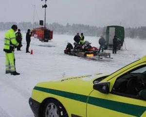 Ambulans fanns på plats hela tiden och de var lite extra på alerten när jetsparkarna skulle ut på banan.