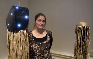 Margareta Danhard, Färila, får Gävleborgs läns konstförenings stipendium 2009. Stjärnskäver heter de verk hon visar i anslutning till Länskonst 2009. Foto: Lars Sundin