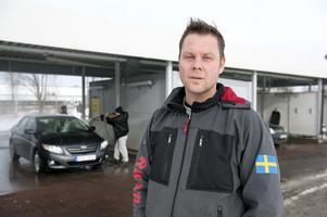 Kent Bjurman har sålt av sitt innehav av biltvättar och siktar nu på en stor bilvservice-anläggning i centrala Djurås.