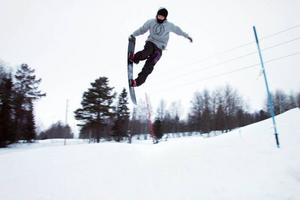 Kevin Rosenberg testade ett av hoppen i skidleken på fredagen.