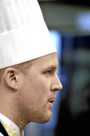 Niklas Edgren är för närvarande tjänstledig från sin anställning som kökschef på restaurang Smak i Kumla. Bild: GÖRAN KEMPE