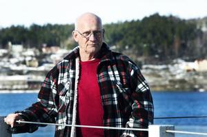 Björn Persson säger sig bara utnyttja sina medborgerliga rättigheter.