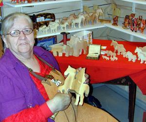 Klockar Ruth Karis täljde också figurer, inte minst hästar.