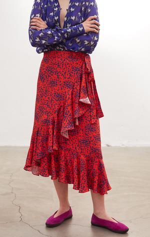 Carin Rodebjers höstkollektion innehåller många röda plagg. Bland annat kjolen Hazel Scatter som genast sålde slut i onlinebutiken.