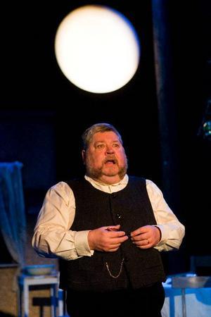 Peter Harryson beskriver sin rollkaraktär i Marknadsafton som