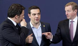 Greklands regeringschef Alex Tsipras i mitten (bilden tagen vid tidigare tillfälle).