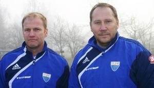 Örjan Olofsson, till vänster, lämnar tränarjobbet i Ope och kommer nu att jobba i bakgrunden, med