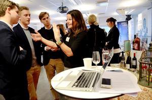 Attityd. Pia Sellstedt, en av utställarna, framhåller betydelsen av utstrålning och attityd i mötet med arbetssökande.