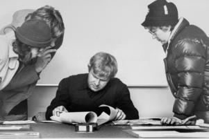 Gunnar Wiklund var en av de första poliserna som kom till Bosvedjan när försvinnandet anmälts. Samtidigt strömmade frivilliga till platsen för att hjälpa till med sökandet.