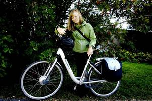 Ingrid Bergström Nilsson ska transportera sig men en miljövänlig elcykel.