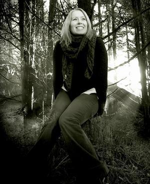 Linda E Fändriks från Borlänge får utlopp för sitt inre i musiken.