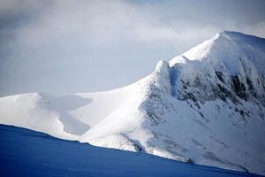 Ett antal fjälltoppar i länet har fått sin höjdangivelse ändrad efter nya mätningar. Storsola i Tempelmassivet kvarstår som landskapet Jämtlands högsta topp men justeras ner med en meter till 1727 meter över havet.