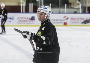 Stefan Larsson med tolv säsonger i Broberg, förlänger med två år.
