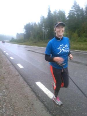 Annika Adolfsson sprang andra sträckan.