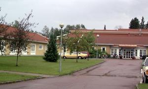 En privatisering av äldreboendet på Saxnäs i Mora skulle äventyra tryggheten för de äldre, anser En undersköterska.