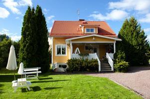 Monica var fem år när familjen Svärdström flyttade in i nya villan på Ångermanland.